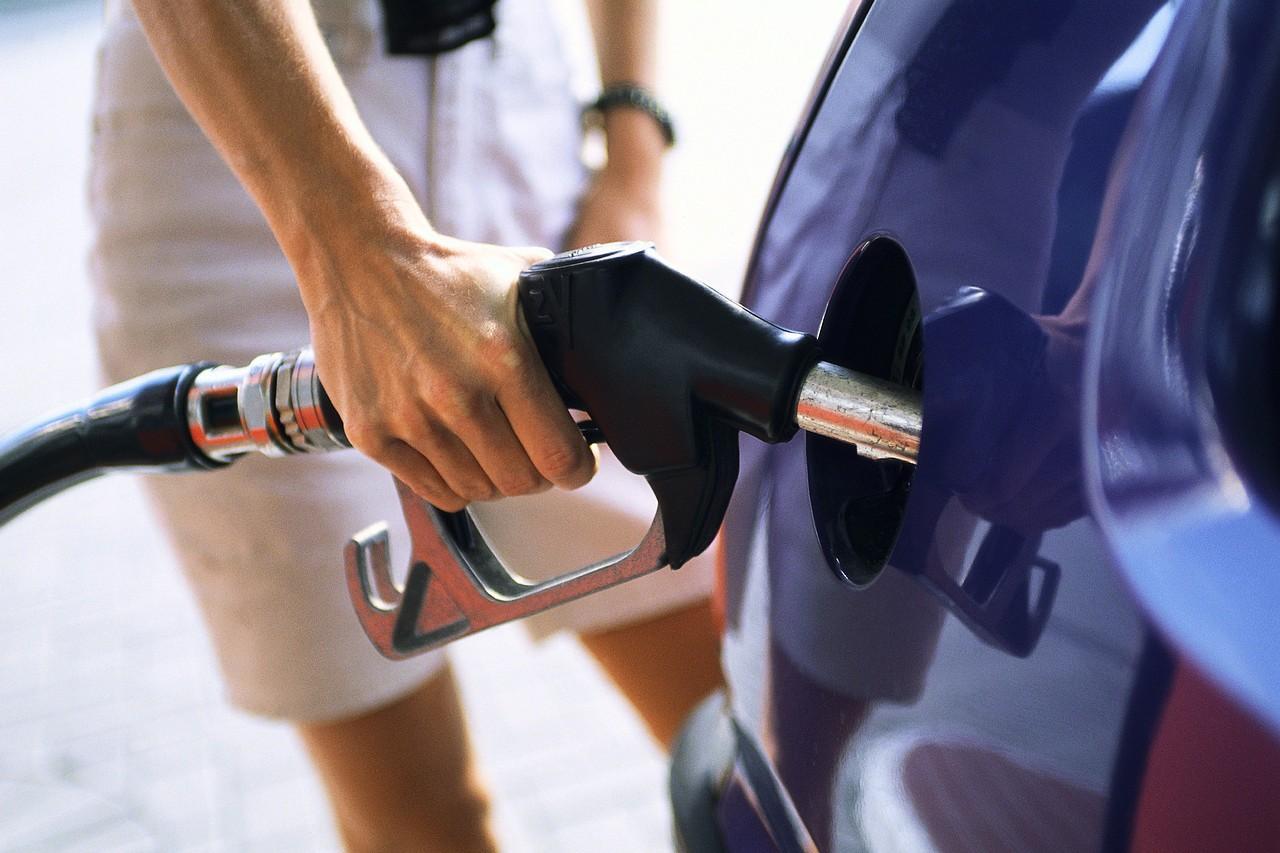 «Φωτιά» στα καύσιμα βάζουν οι υψηλοί φόροι – Ράλι ακρίβειας με την τιμή της βενζίνης